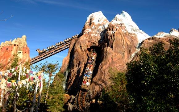Montaña Rusa Expedition Everest en Disney