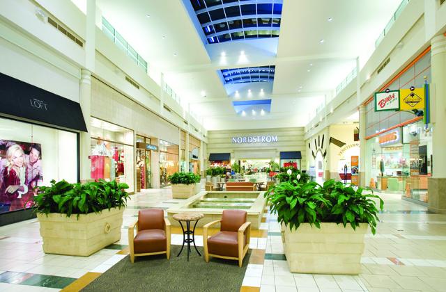 Interior de el Shopping Florida Mall en Orlando