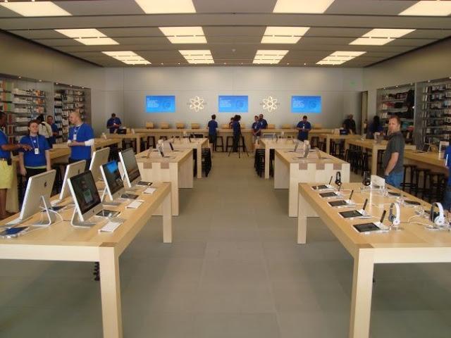 Interior de tienda Apple en Orlando