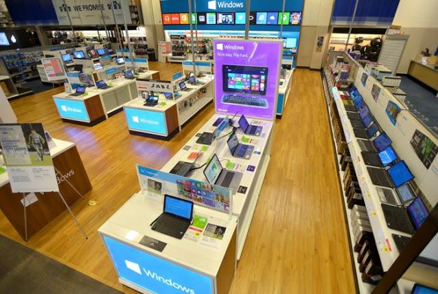 Interior de la tienda de electrónica Best Buy en Miami