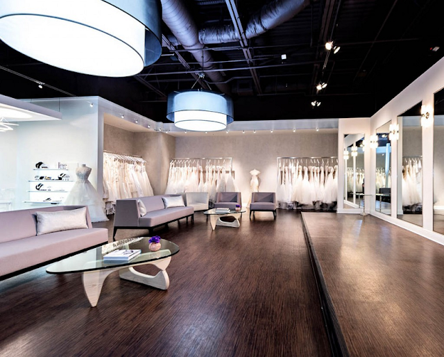 Interior de la tienda de vestidos de novia Solutions Bridal en Orlando