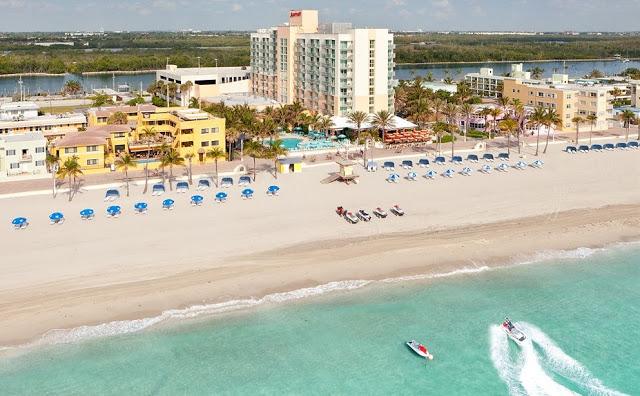 Construciones en playa de Hollywood Beach en Miami