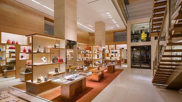 Inteior de tienda Louis Vuitton en Miami