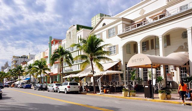 Ocean Drive durante el día en Miami