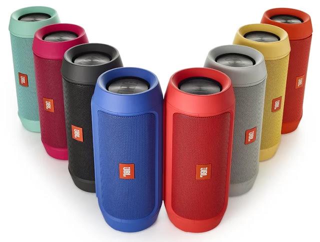 Parlantes JBL de diferentes colores
