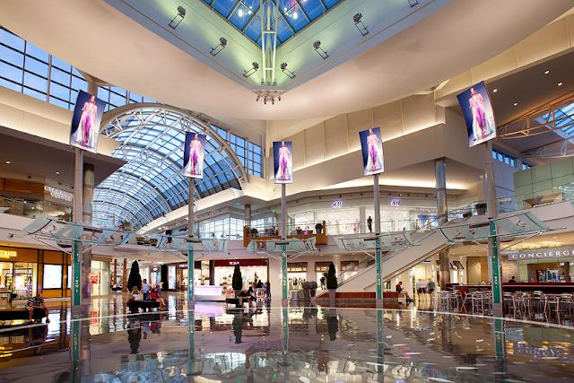 Interior del shopping The Mall at Millenia en Orlando