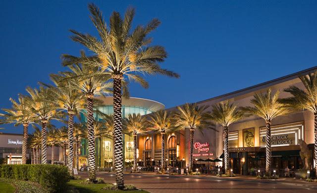 Shopping The Mall at Millenia en Orlando iluminado